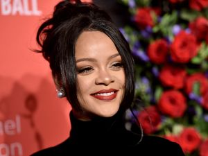 rihanna rents hamptons home