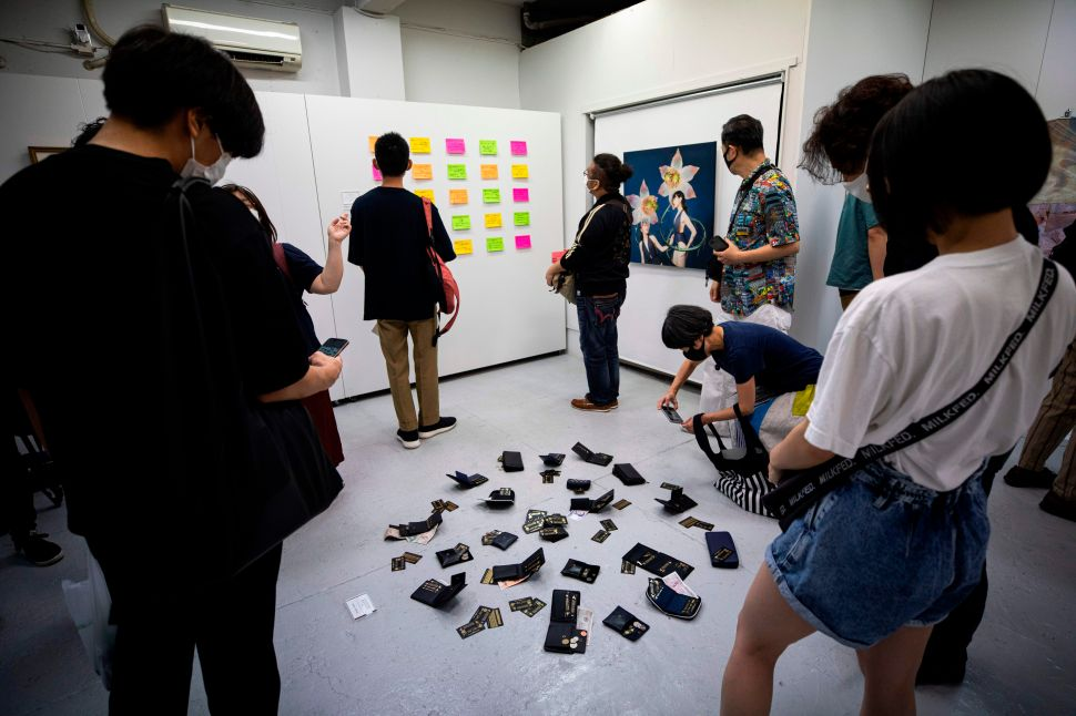 A 'Stealable Art Exhibition' in Tokyo Was Quickly Overwhelmed by Enthusiastic Thieves