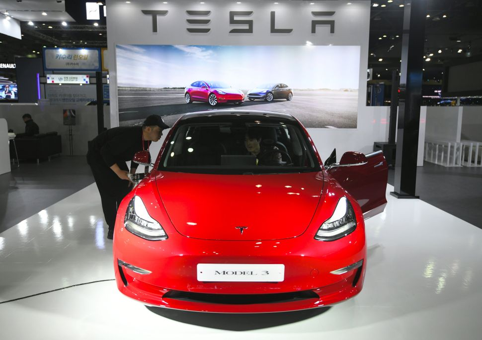 Tesla's New Power Players: Amateur Korean Investors, Who Are Loading Up on Stock