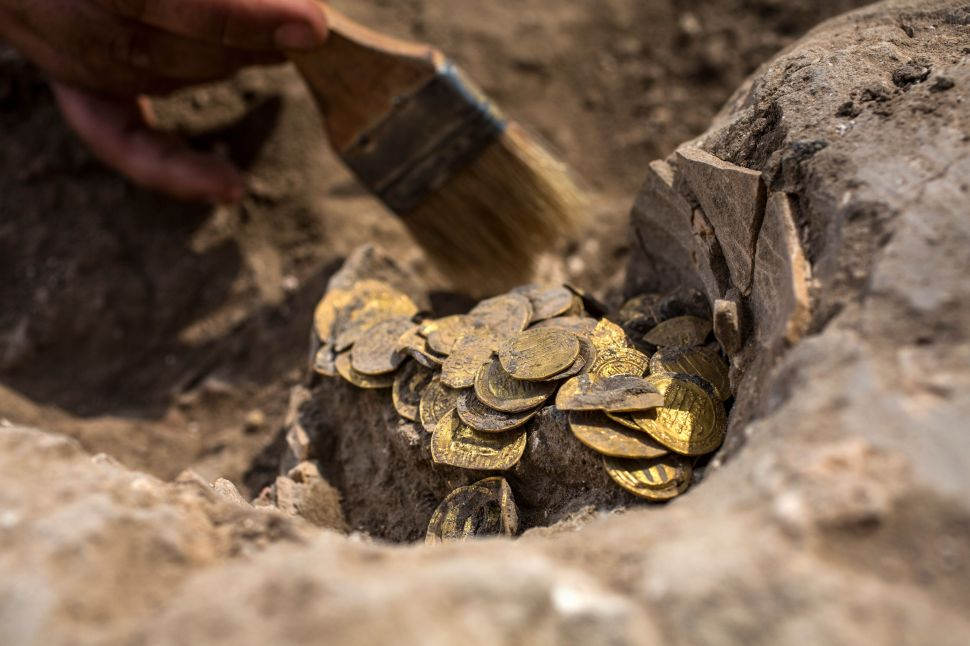 Teenagers Discover Trove of Ancient Gold Coins in Israel