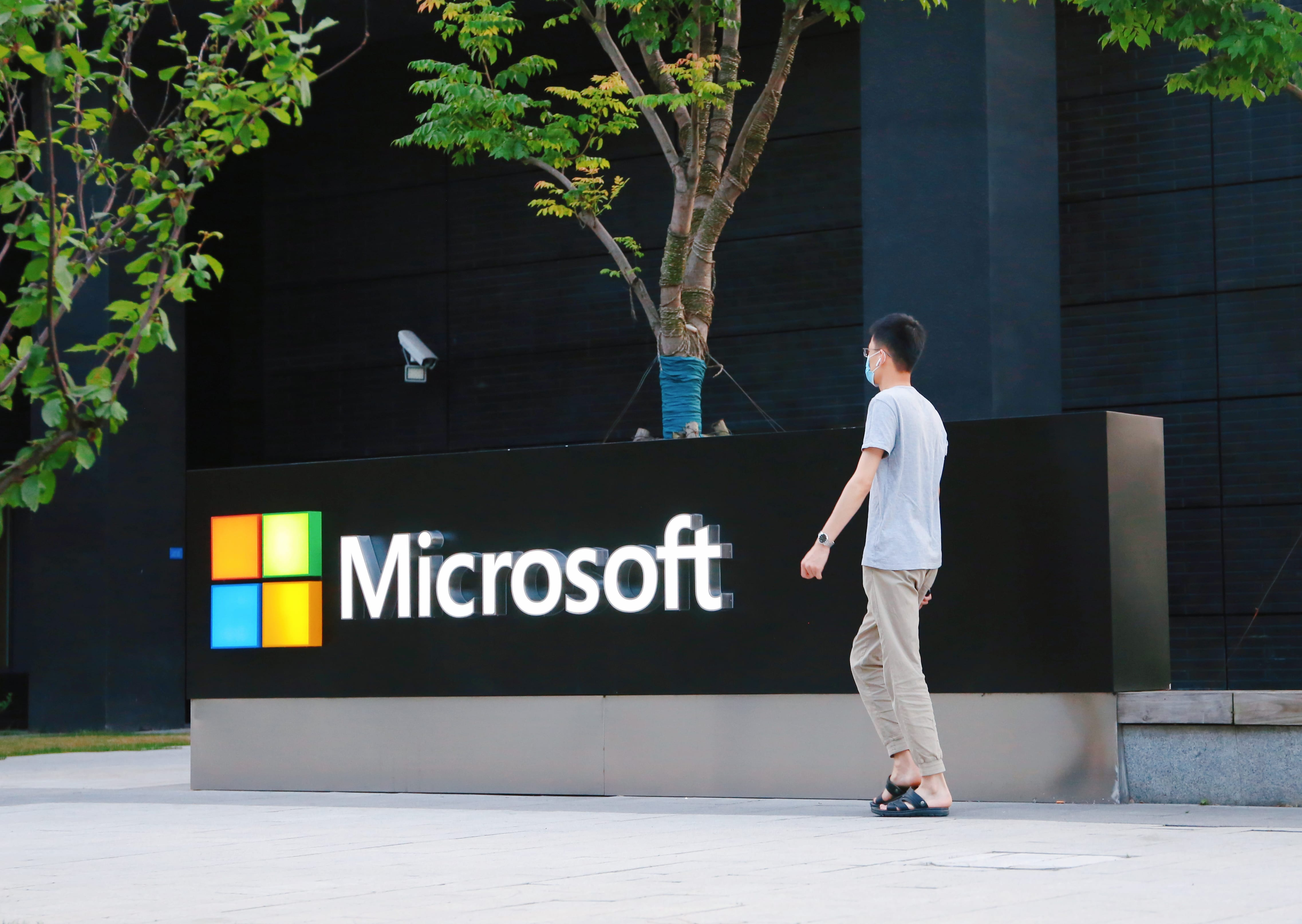observer.com - Sissi Cao - With TikTok and Other Changes, Microsoft Takes Aim At Facebook and Google