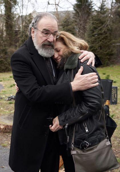 Mandy Patinkin hugs Lesli Linka Glatter