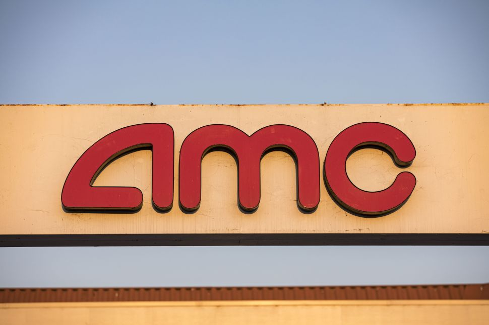 The World's Largest Movie Theater Chain Says It's About to Go Broke