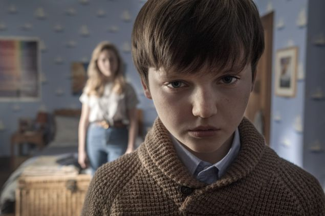 The Haunting of Bly Manor. (L To R) Victoria Pedretti as Dani and Benjamin Evan Ainsworth as Miles