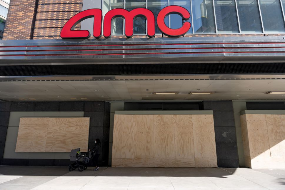 Movie Theaters Lobby for Urgent Aid in Trump's 'Lame Duck' Period