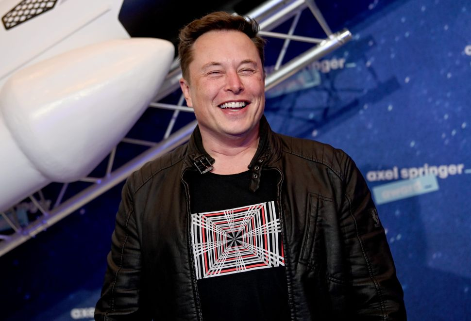 Elon Musk Reveal's SpaceX's Timeline for Landing Humans On Mars