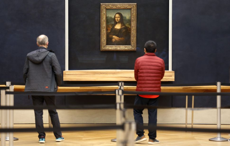 One Lucky Person Will Get the Chance to View the 'Mona Lisa' Without Her Display Case
