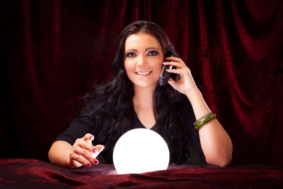 A Guide to Phone Psychics: Best Psychic Phone Readings Services for a Free Calling Consultation