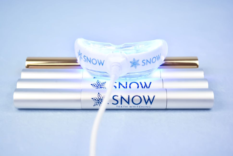 Snow Teeth Whitening Review 2021: Read Before Buying