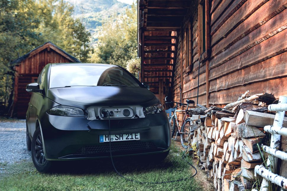 Forget Batteries, This Electric Vehicle Startup Uses Solar Power to Charge Up Cars