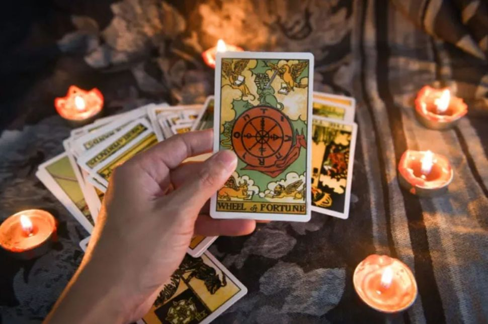 Online Tarot Card Reading Vs. Tarot Reading Near Me: Which Is Better?