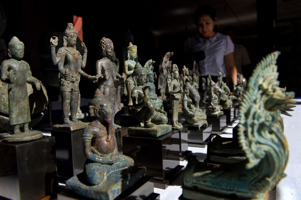 A Cambodian Sandstone Sculpture Looted During Communist Rule Is Being Returned