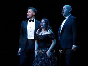 Stars of Teatro Nuovo Hans Tashjian (Figaro), Hannah Ludwig (Rosina), Nicholas Simpson (Almaviva),